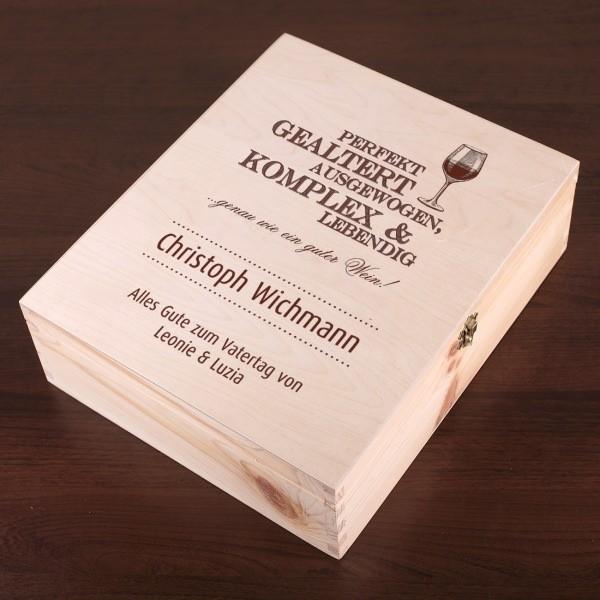 Die Holzbox personaliert als Set mit 3 Weinflaschen